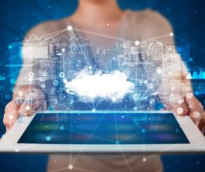 Tablet con concetto di tecnologia Cloud
